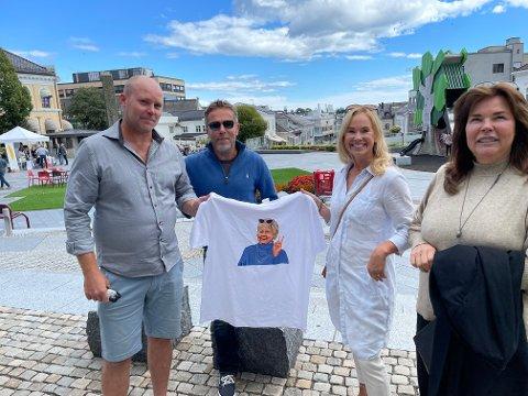 HOPPER INN I HØYRE: Pål Langvik forlater BedreLarvik og blir Høyre-mann. Det er Finn Øyvind Gabrielsen, Birgitte Gulla Løken og Marie Offenberg glade for.