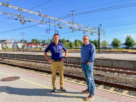 FRUSTRERTE: Truls Vasvik (t.v.) og Arve Høiberg er frustrerte over avgjørelsen vedrørende jernbanen.