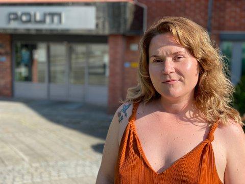 KRITISK: Loni Bjerkholt-Pedersen opplevde marerittet i 2019 da noen hacket Facebook-kontoen hennes og deretter overleverte truende brev hjem til henne. I etterkant er hun kritisk til politiets håndtering av saken.