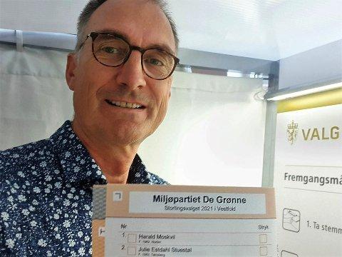 STEMTE PÅ SEG SELV: Harald Moskvil forhåndsstemte torsdag morgen. Det er vel ingen stor overraskelse at han stemte på seg selv.