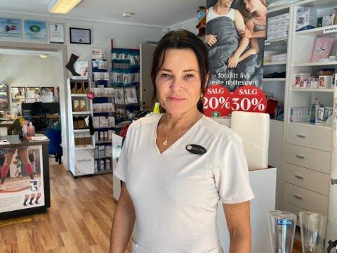 NY EIER: Ragne Ulnes Sætre har nå overtatt butikken Janus Sykepleierartikler AS. Fra før driver hun butikker i Larvik og Tønsberg.