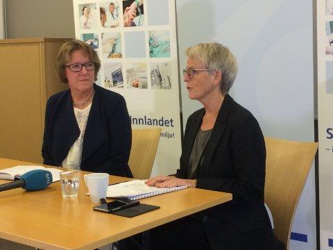NY DIREKTØR: Alice Beathe Andersgaard (t.v.) blir ny direktør for Sykehuset Innlandet. Hun ble presentert av styreleder Anne Enger i dag.