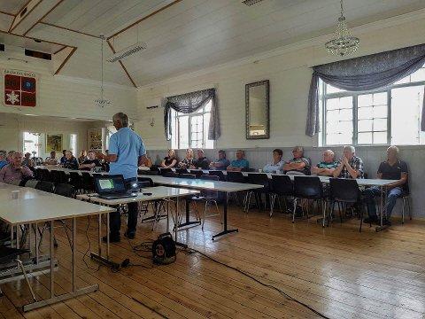 Folkemøte: Det var omkring 60 personer som møtte opp på folkemøtet arrangert av Braskeridfoss Velforening angående nedleggelse av Nordhagen skole. Foto: privat