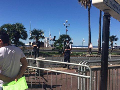 ÅSTEDET: Malin og Mattias oppsøkte Promenade des Anglais fredag formiddag.