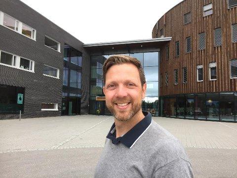 STERK VEKST: Instituttleder Dag Andre Nilsen konstaterer med glede den store søkningen til idrettsutdanningene på Terningen Arena.