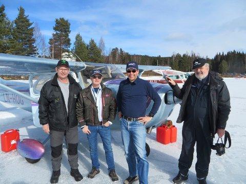 HELT FRA STORD: Trond Nypan, nummer to fra høyre, kom helt fra Stord til Vermundsjøen.  Fra venstre ellers banemester Roger Pildal, Willy Ludviksen fra Mission Avistion Fellowship, samt flypresten selv, Thomas Midtsund.