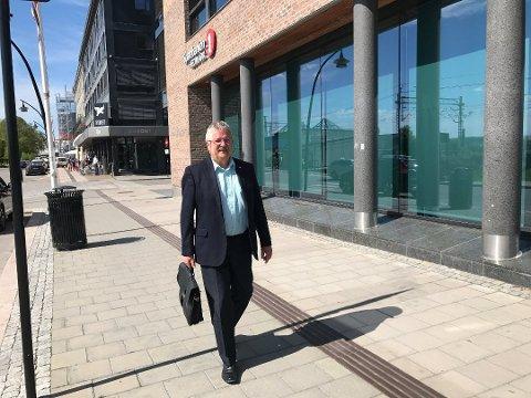 RUNDREISE: Sparebank 1 Østlandet-konsernsjef Richard Heiberg har lagt ut litt av enrundreise.
