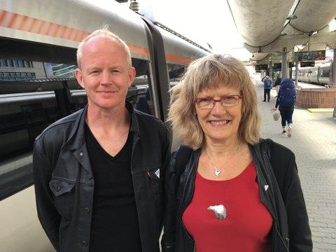 ELEKTRIFISERING AV RØROSBANEN: Karin Andersen og Lars Haltbrekken i SV vil ha elektrifisering av Rørosbanen inn i NTP.