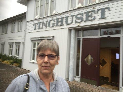 Dyrebeskyttelsen Norges Guro Aasbø er også på plass. Hun sier at dyrevernssaker også skal tas på alvor i rettsvesenet.