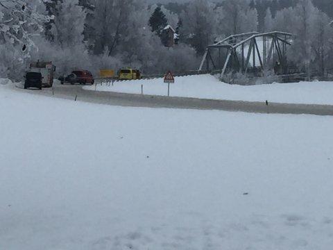UT MED BÅT: Brannvesenet i Våler har rykket ut med båt. Foto: Sverre Viggen