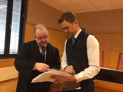 MØTES IGJEN: Politiadvokat Henning Klauseie (t.v) og forsvarer Jørn Mejdell Jakobsen fra Kongsvinger møtes i retten for nytt ulveslagsmål.