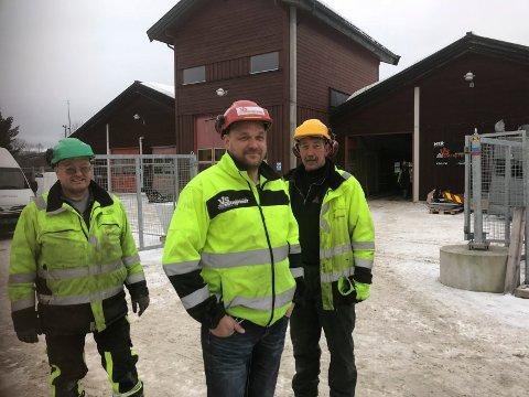 I GANG: Faglig leder og avdelingsleder Bjørn Magnar Vik i VS Entreprenør Bygg og Anlegg sammen med  Helge Danielsen (Til venstre) og Per Arne Gjelten.