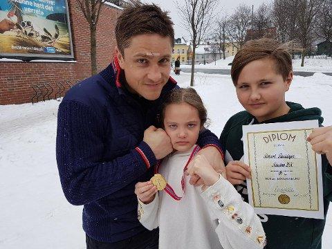 GULL-LAGET: Barna Aleksandra og Jonathan fikk se pappa Robert Paulsbyen bokse seg til NM-gull.