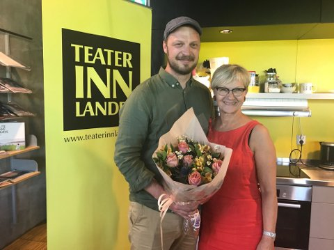 TAR OVER: Thorleif Linhave Bamle tar over som ny teatersjef i Teater Innlandet. Her sammen med styreleder Randi Eek Thorsen.