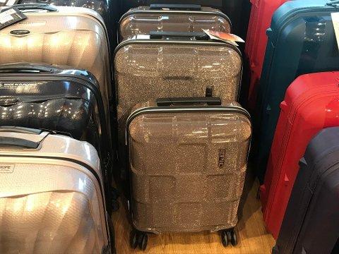 STOPPER: De glitrende koffertene fra Epic må registreres manuelt på flyplassen.