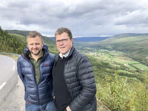 PÅ SPORET: Åsted Norge-redaksjonen har tatt tak i Stenersen-saken og journalist Kristian Ervik (t.v) og etterforsker Asbjørn Hansen mener de har gjort interessante funn som kan få vitner til å tenke annerledes.
