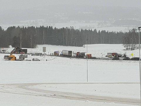 ULYKKE: Én person er bekreftet omkommet etter at to lastebiler og en personbil kolliderte på E6 nord for Arnkvernkrysset i Ringsaker.