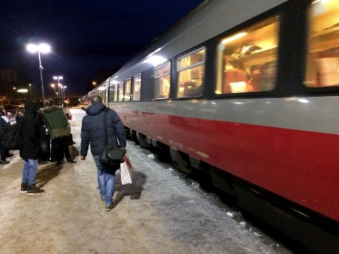 INGEN FAMILIERABATT: NSB kutter ut familerabatten på togene sine fra 1. februar. (Foto: Bjørn-Frode Løvlund)