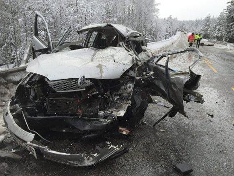 ALVORLIG: I denne bilen satt paret som ble truffet av vogntoget. Ulykken skjedde i Østerdalen 21. februar 2017. De første som kom til stedet etter den dramatiske ulykken, trodde at begge var omkommet.