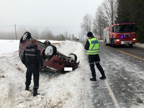GLATT: Det var ikke strødd på stedet der bilen kjørte ut av  vegen.