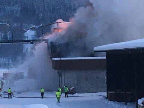BRANN: Det brenner i et tørkekammer på Moelven Trysil.