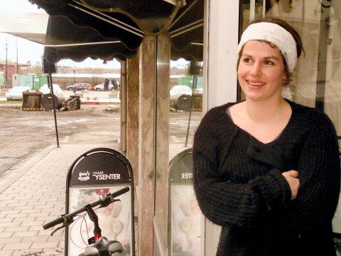 FÅR STIPEND: Scenograf og kostymedesigner Sylvia Denais får et fylkeskommunalt kunstnerstipend på 150.000 kroner. (Foto: Hilde Berit Evensen)