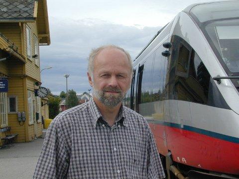 GIR SVENSKENE EN SJANSE: Arnfinn Nergård, leder i Jernbaneforum Røros- og Solørbanen, gir svenskene en sjanse, men han er bekymret for at anbudsordningen på sikt vil svekke togtilbudet nord i Østerdalen og i Gauldalen.