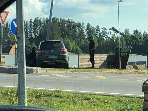 HER ENDTE HANDLETUREN: Kvinnen i 60-åra, som nå er dømt for promillekjøring, krasjet inn i en lyktestolpe langs Trysilvegen i Elverum. Foto: Truls Sylvarnes