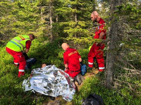 FALT FØRST: Marianne Tangen Ruud snublet på vei ned fra fjellet, og hadde så sterke smerter at hun ikke klarte å røre seg. Hun måtte derfor bli hentet av luftambulanse.