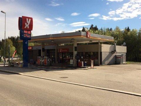 SELGER: Roy Henning Isaksen har drevet YX-stasjonen på Koppang i fem år. Nå vil han selge. (Foto: Aktiv Eiendom)