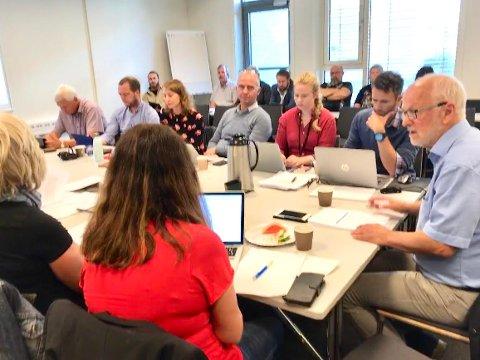 VIL TA UT MER ULV: Arnfinn Nergård (til høyre) fikk klart flertall for å si nei til å utvide ulvesonen med en buffersone mellom Åmot og Rendalen.
