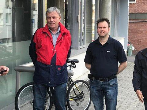 SAMMEN?: - Vi samarbeider godt, men Arnfinn Uthus er ikke den eneste borgerlige ordførerkandidaten, understreker Høyres Yngva Sætre. Sps varaordfører Arnfinn Uthus til venstre.