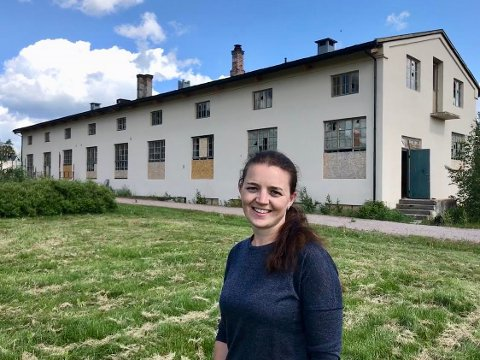 UTVIDER: Marianne Haglund utvider sitt imperium på Rena. Nå har hun også kjøpt Skramstadseter fjellstue. Her foran verkstedbygget på Kartongen som hun kjøpte tidligere i år.