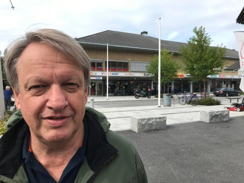 KREVER FAKTA: - Det var ikke en Høyre-ordfører Ap gikk til valg på. Her kreves det gode argumenter fra ledelsen i Åmot Ap, sier leder i valgkomiteen for årets Ap liste ved kommunevalget, Hans Petter Wahl Adolfsen.