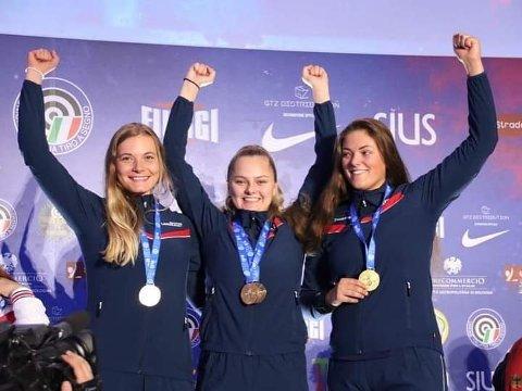 GULLJENTER: Katrine Lund, Jenny Stene og Jeanett Hegg Duestad var på det norske gull-laget som satte verdensrekord i matchøvelsen.
