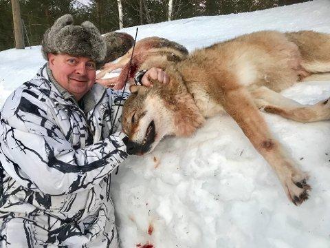 FERDIG FOR DAGEN: Jaktleder Arne Sveen med alfahannen. Foto: Rune Hagen