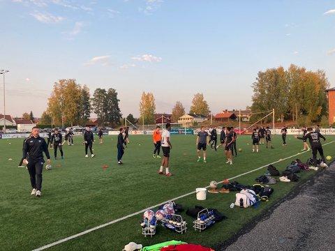 NESTEN 40: På det meste har det vært 38 spillere på trening med Elverum G19-2 denne sesongen. Og det etter at laget gikk til ferie med 11 spillere på treningsøktene.