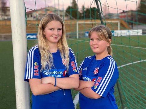 AVLYST KAMP: Emine Bekkevold Østli og Sara Voldmo på J11 fikk avlyst fotballkampen torsdag.