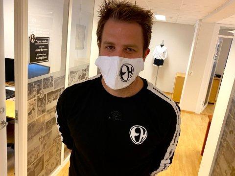STRENGE TILTAK: Det er allerede krav til bruk av munnbind for alle involverte i Elverum Håndballs Champions League-kamper. Nå må de frivillige også testes. – Vi er bare glade for å få muligheten til å være med videre, fastslår daglig leder i Elverum Håndball, Mads Fredriksen.