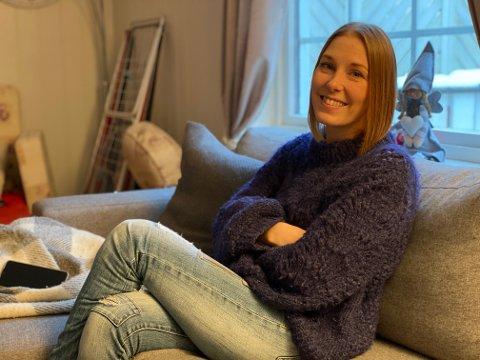 ARBEIDSLEDIG: Stine Mykleby Holm (29) fra Elverum er arbeidsledig. Hun har hatt noen «strøjobber» gjennom livet, men aldri noen fast ansettelse. I dag er hun ringevikar på Kiwi i Elverum. Hun ønsker seg mer og gjøre - og ikke minst en fast jobb. – Det eneste jeg ønsker er å komme meg i aktivitet. Å bidra til samfunnet, sier hun.