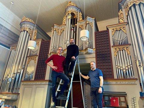 ORGELSTJERNE: Kantor Ole Andreas Fevang, prost Ole Kristian Bonden og orgelbygger Marius Lyngø.