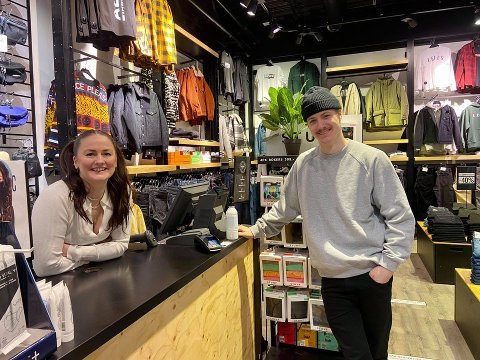 KOSELIG MED TO: Sunniva Skundberg Strøm og Aleksander Land trives stort med at de får jobbe sammen til en forandring.