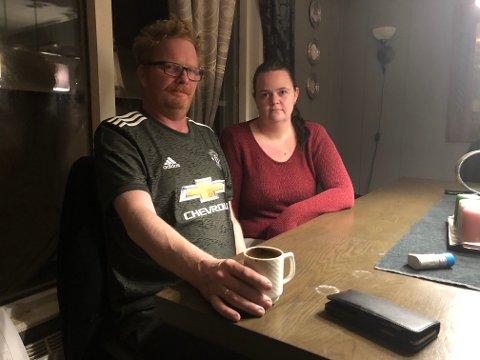 REDD FOR Å DØ: Tor Wilhelm og Lissi Evensen frykter døden, om Tor Wilhelm blir smittet av korona. Tor Wilhelm føler seg ikke engang trygg hjemme i huset på Braskereidfoss.