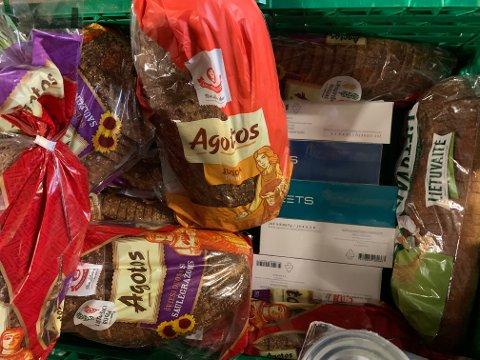 MATVARER: Tollerne fant matvarer i varetaxien, deriblant 268 kilo med kjøtt som nå er inndratt og destruert.