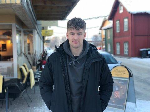 JUL PÅ HJEMMEBANE: Ole Erik Midtskogen (25) er hjemme på Tynset etter en sesong på Færøyene. Snart venter et nytt utenlandseventyr i Irland.