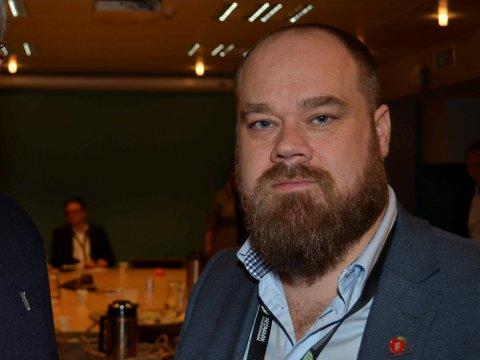 OPPRØRT: Truls Gihlemoen (Frp)  sier at lokalbefolkningen overkjøres totalt. (Foto: Bjørn-Frode Løvlund)