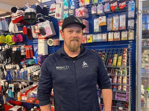 SPORT 1: Martin Mikkelsen på Sport 1 sier det er mange som har snakka om hendelsen på butikken i løpet av dagen. Selv mener han det er skikkelig dårlig gjort.