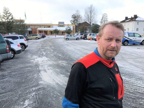 INGEN TELT: Ragnar Bjørsland i Sport 1 på Rena hadde gledet seg til å få ansvaret for det store sportsteltet på Rena Torg under Birken. En teltomsetning på en million kroner går nå i vasken.