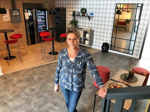 MERKES GODT: Daglig leder ved Trudvang Apartment Hotel, Berit Nordby, anslo i mars at hun ville tape et sekssifret beløp på at rennet måtte avlyses. Nå går også ritt-helgen fløyten.