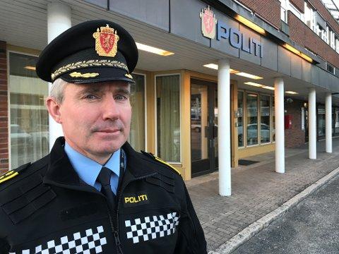 UKLART: Politistasjonssjef i Elverum, Tom Johnsen, kan ikke svare på hvor politiet i byen vil holde hus i åra framover. Det eneste som er sikkert er at konkurransen om å bygge nytt hus er avlyst og at leiekontrakten i nåværende lokaler går ut i 2021.